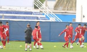 Đội tuyển Việt Nam luyện bài chống bóng bổng trước trận gặp Jordan