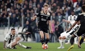 4 năm trước, Ajax mua Frenkie De Jong với giá 1 euro