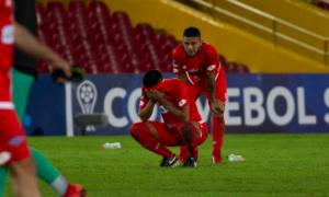 'Làm màu' đá panelka, cầu thủ Venezuela nhận cái kết không thể đắng hơn