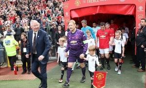 Trở lại dẫn dắt Man Utd, Sir Alex được chào đón nồng nhiệt