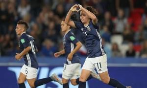Học Lionel Messi, các cô gái Argentina để hòa thất vọng