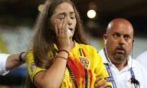 Đến sân cổ vũ bạn trai, cô gái ra về trong máu và nước mắt