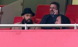 Henry lộ bí quyết 'ẩn thân' giữa rừng CĐV Arsenal
