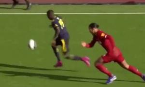 Pepe hóa Messi, loại bỏ Van Dijk chỉ với 1 pha xử lý đỉnh đạc