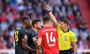 """Tức tối vì trận thua, sếp lớn Cologne """"cà khịa"""" trọng tài lẫn Bayern"""