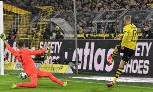 'Sát thủ máu lạnh' của Dortmund lại ra tay hạ sát, NHM bàng hoàng: 'Cậu ta là người à?'