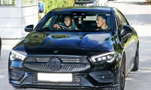 Phát hiện 'cạ cứng' của Greenwood trên đường tới sân tập Man Utd