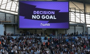 NHM Anh Quốc bình chọn sốc về tác động của VAR