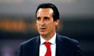'Arsenal đang được Unai Wenger dẫn dắt, ông ấy cần phải thay đổi'