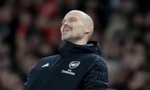 Arsenal tiếp tục khủng hoảng, Micah Richards nói thẳng điều BLĐ nên làm với Ljungberg