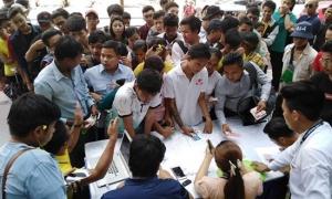 CĐV Myanmar xếp hàng dài mua vé xem trận gặp ĐT Việt Nam ở AFF Cup