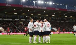 Tiếp tục thị uy sức mạnh khủng khiếp, Liverpool kéo dài chuỗi bất bại ở EPL