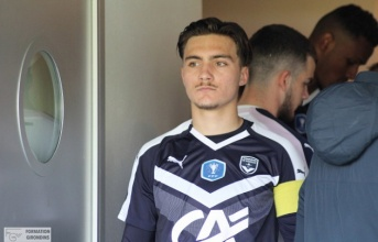 Lộ diện ''sao mai'' 18 tuổi khiến sếp lớn Everton khao khát