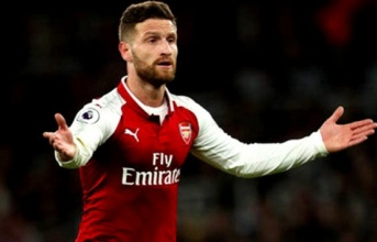 Mặc chỉ trích, trụ cột cam kết tương lai với Arsenal