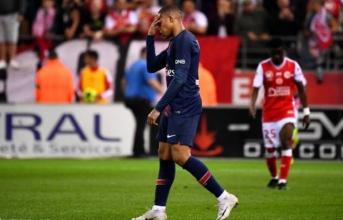 Phản ứng tan nát của Mbappe khi mất Chiếc giày vàng về tay Messi