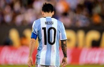 Messi lại bị so sánh với tiền bối