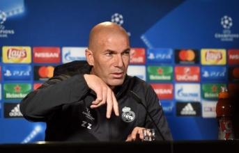 Zidane: 'Ronaldo thông minh, còn tôi cũng không ngu'