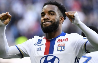 Lacazette mang tin vui cho Arsenal, Man United
