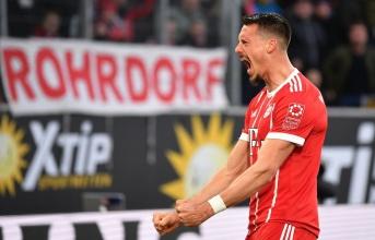 Tân binh tỏa sáng, Bayern vất vả vượt qua Wolfsburg