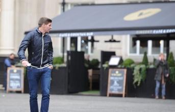 Gerrard đau đầu vì bị chuột... tấn công