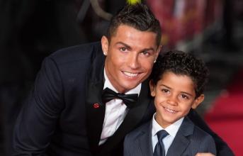 Cậu cả chơi hay, Ronaldo nói lời khó tin