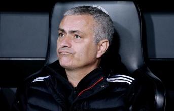 Tại sao đến bây giờ Man Utd mới đưa ra quyết định sa thải Mourinho?