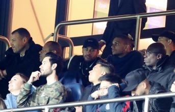 CHÍNH THỨC! Cay cú Man Utd, Neymar nhận án phạt từ UEFA