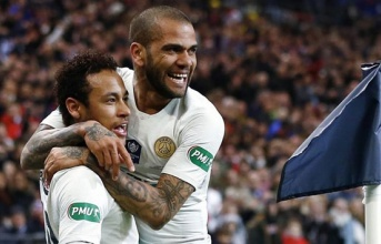 'Tôi có nên đặt cược việc Neymar rời đi bằng tháp Eiffel không?'