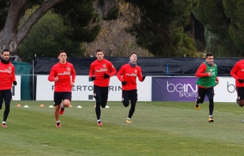 'Bom tấn' của Atletico bị bắt quả tang 'tiểu bậy' khi đang tập luyện