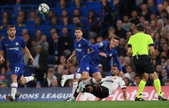 Va chạm kinh hoàng, 'trò cưng' Lampard rời sân chỉ sau 15 phút