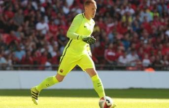 Thủ môn Barca chuyền nhiều hơn cả Kevin de Bruyne hay Alexis Sanchez