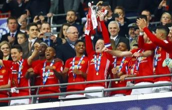 """Man Utd: Mộng vàng """"ăn 3"""""""