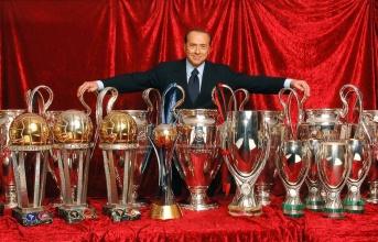 'Bố già' lên tiếng: 'Trả Milan đây, tôi sẽ giúp CLB vĩ đại trở lại'