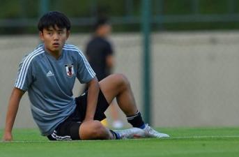 Barca lý giải nguyên nhân để 'Messi Nhật Bản' rơi vào tay Real Madrid