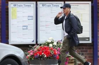 Hoàn tất thủ tục cuối cùng, 'ông hoàng lương bổng' rời Man Utd