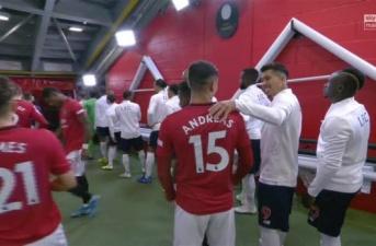 Sao Liverpool - Man Utd ôm nhau, NHM nghĩ gì?