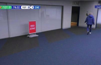 """Hành động """"kì quái"""" trước Chelsea, Mourinho lập tức lên tiếng"""