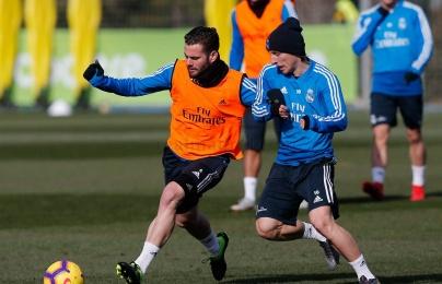Dàn sao Real căng thẳng khi bốc trúng lá thăm mang tên Barcelona