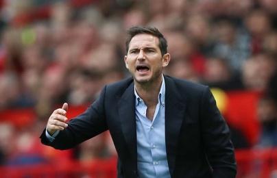 """""""Chelsea bị đẩy vào thế khó khăn, anh ta chỉ biết đưa tay ôm đầu"""""""