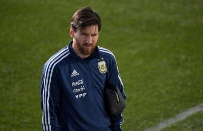 Messi cam kết ở lại sau World Cup, người Argentina mừng to
