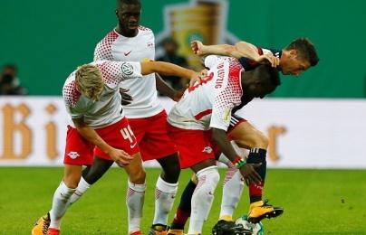 Bayern nhọc nhằn đánh bại 10 người RB Leipzig sau loạt