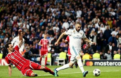 """Thủ thành của Bayern """"vồ ếch"""", Benzema ghi bàn thắng dễ nhất trong sự nghiệp"""