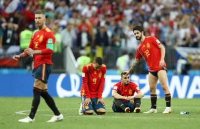 Bị loại, Tây Ban Nha và Ramos vẫn kịp lập kỷ lục