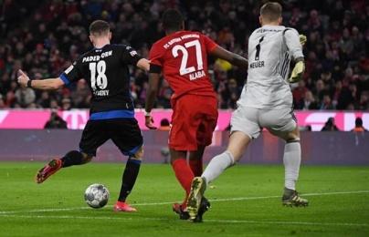 """""""Chơi dao có ngày đứt tay"""", Neuer tái hiện sai lầm kinh điển"""