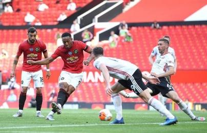 Martial lập hat-trick, Man Utd