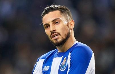 """Man United """"làm trò hề"""", Porto tức giận chốt tương lai Alex Telles gây sốc"""