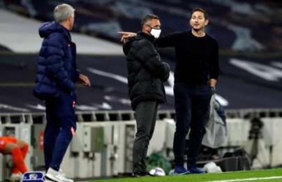 """Frank Lampard: """"Ông ấy nói với trọng tài còn nhiều hơn với các cầu thủ"""""""