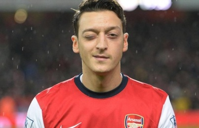 Arsenal chưa đá, Ozil đã nói luôn sao Leicester ghi bàn