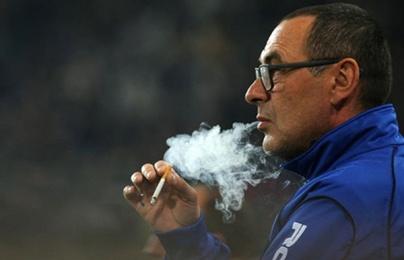 HLV Sarri được Chelsea sắp xếp riêng khu vực hút thuốc