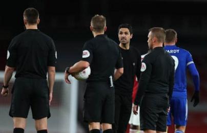 """Arteta nổi quạu: """"Tôi chả biết thế quái nào bàn thắng lại bị từ chối"""""""
